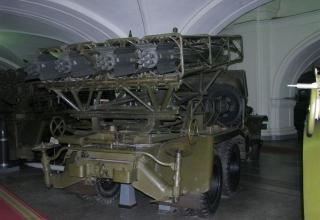 Вид сзади под углом боевой машины БМД-20 на доработанном (модифицированном) шасси грузового автомобиля ЗИС-151