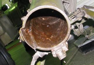 Вид заднего среза трубчатой направляющей ПУ 2П132 Переносной реактивной осветительной системы 9К510