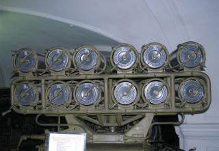 Вид сзади пакета направляющих боевой машины БМ-24