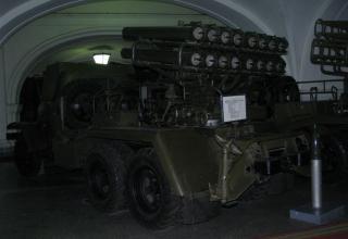 Вид сбоку и сзади боевой машины БМ-14