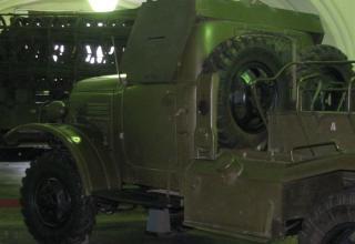 Вид сзади под углом кабины боевой машины БМ-14