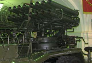 Вид спереди и сбоку артиллерийской части боевой машины БМ-14