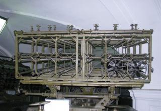 Вид сзади пакета направляющих боевой машины БМ-31-12 на доработанном (модифицированном) шасси грузового автомобиля ЗИС-151