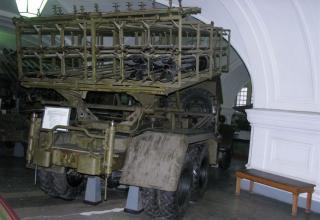Вид сзади боевой машины БМ-31-12 на доработанном (модифицированном) шасси грузового автомобиля ЗИС-151