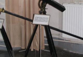 Вид сбоку макета станка для пеших и конных команд обр.1869, разработанного К.И. Константинова
