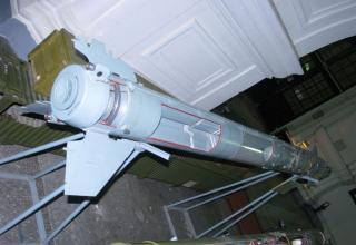 Разрезной макет зенитной управляемой ракеты 9М33М2 зенитно-ракетного комплекса 9К33М2
