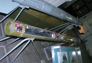Разрезной макет зенитной управляемой ракеты 9М311 зенитного пушечно-ракетного комплекса 9К22