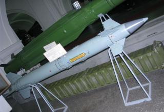 Макет зенитной управляемой ракеты 9М330 зенитно-ракетного комплекса 9К330