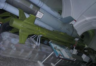 Макет зенитной управляемой ракеты 3М9 зенитно-ракетного комплекса 2К12