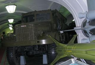 Вид спереди пусковой установки 2П5 тактического ракетного комплекса 2К5