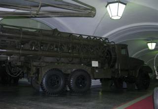 Вид сбоку пусковой установки 2П5 тактического ракетного комплекса 2К5