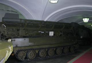 Пусковая установка 2П2 с ракетой 3Р1 тактического ракетного комплекса 2К1