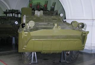 Боевая машина 2П32 с четырьмя ракетами 3М11 (9М17) противотанкового ракетного комплекса 2К8