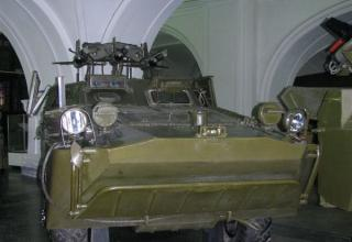 Боевая машина 2П27 с тремя ракетами 3М6 противотанкового ракетного комплекса 2К16