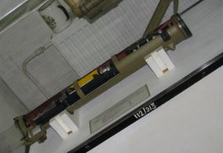 Разрезной макет противотанковой управляемой твердотопливной ракеты 9М115 ПТРК