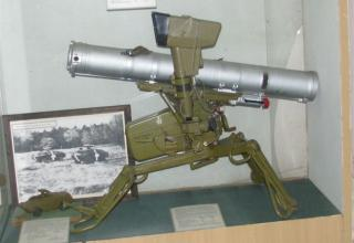 Макет переносного противотанкового ракетного конкурса 9К111