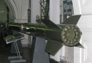 Разрезной макет ракеты 3М9 тактического ракетного комплекса 2К6