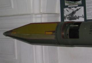 Вид головной части разрезного макета ракеты 3М9 тактического ракетного комплекса 2К6