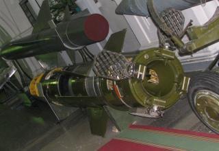 Разрезной макет одноступенчатой твердотопливной УР 9М79К с кассетной БЧ высокоточного ракетного комплекса 9К79