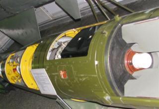 Вид головной части разрезного макета одноступенчатой твердотопливной УР 9М79К с КБЧ высокоточного РК 9К79