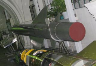 Макет зенитной управляемой ракеты В-750(1Д) зенитно-ракетного комплекса С-75