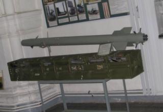Макет зенитной управляемой ракеты 9М37 зенитно-ракетного комплекса 9К35