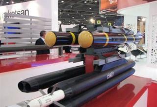 Вид макета пусковой установки и блока управления опытного образца турецкой управляемой ракеты Cirit с лазерным наведением