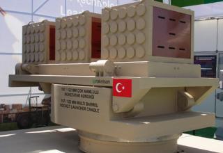 Макет опытного образца артиллерийской части с тремя ТПК для пуска турбореактивных снарядов калибра 107 мм (Турция)