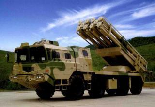 Опытный образец боевой машины AR1A для запуска реактивных снарядов калибра 300 мм (Китай)