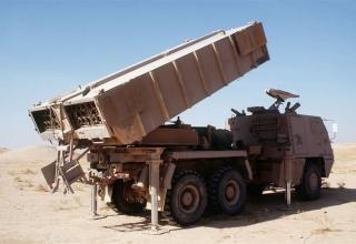 Боевая машина РСЗО ASTROS II в боевом положении в Саудовской Аравии (Бразилия)