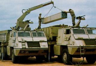 Процесс перезаряжания боевой машины РСЗО ASTROS II (Бразилия)