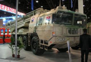 Опытный образец боевой машины AR1A для запуска реактивных снарядов калибра 300 мм (Китай). Выставка IDEX-2009 (ОАЭ)