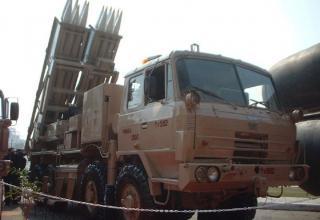 Выставочный образец боевой машины РСЗО Pinaka (Индия)
