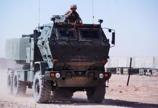 Вариант боевой машины РСЗО HIMARS на бронированном шасси (США)