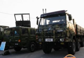 Вариант боевой машины с ТПК на заднем плане. Реальное состояние неизвестно (Китай). Фото от Т.Шульца (Польша)