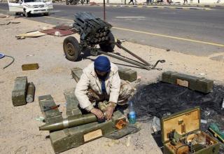 Подготовка турбореактивного снаряда к запуску с помощью установки Type 63