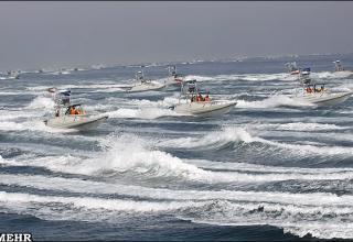 Патрульные катера Иранского Революционного Гвардейского Корпуса ВМС (ВМФ) во время нанесения ими удара
