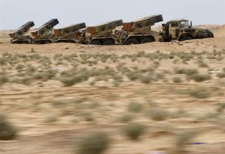 Боевые машины ливийской армии в пустыне около города Ajdabiyah, 16 марта 2011 г.