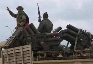 Военный грузовик с установками на военной базе Al-Katiba после попадания их в руки протестантов несколько дней назад в Бенгазе.