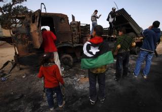 Сгоревшая боевая машина RM-70 армии Каддафи