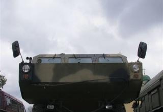 Вид переднего днища мобильной унифицированной РЛС разведки наземных движущихся целей КРЕДО-1С. ©С.В. Гуров.