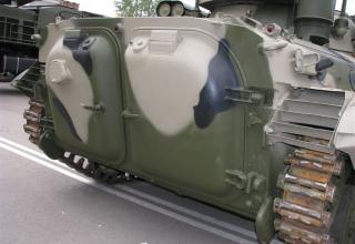 Вид сзади гусеничного шасси с комплексом вооружения для оснащения бронетанковой техники. ©С.В. Гуров.