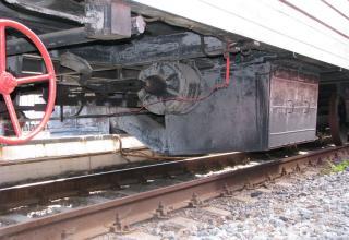 Элементы колесной базы одного из вагонов БЖРК 15П961