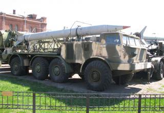 Транспортная машина 9Т29 с ракетой 9М21 ракетного комплекса 9К52