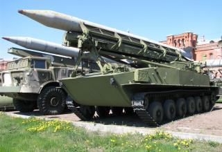 Пусковая установка 2П16 с ракетой 3Р9 ракетного комплекса 2К6