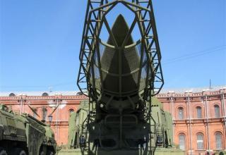 Пусковая установка 9П19 с ракетой 8К14 ракетного комплекса 9К72. Вид спереди. ©С.В.Гуров
