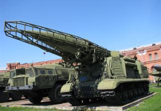 Пусковая установка 9П19 с ракетой 8К14 ракетного комплекса 9К72. ©С.В.Гуров