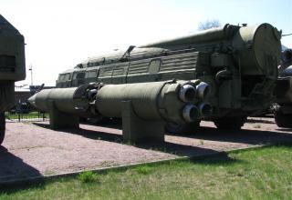 Пусковая установка 9П120 с ракетой 9М76 ракетного комплекса 9К76