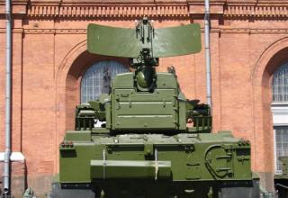 Зенитная самоходная установка 2С6 с восемью ракетами 3М311 зенитного пушечно-ракетного комплекса 2К22