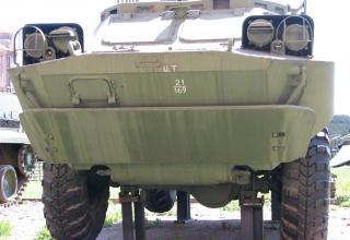 Боевая машина 9П31 с четырьмя ракетами 9М31 зенитного ракетного комплекса 9К31